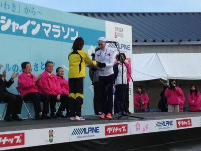 13:20会場本部女子総合表彰式.JPG