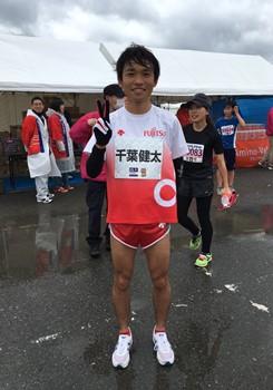 9:45 フィニッシュ地点 招待選手 千葉健太さん ゴールです!